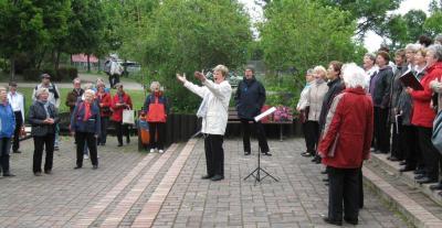 Welche Stimme hat die Kultur in Dahme-Spreewald? - Hier singt der Singekreis Wildau in Straupitz. Foto: Dörthe Ziemer