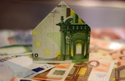 pixabay | Abbildung eines Geldscheins im Formt eines Hauses.