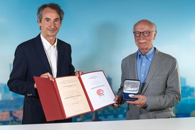 Bild der Meldung: DGSP-Ehrenpräsident Prof. Löllgen mit Peter-Beckmann-Medaille der DGPR ausgezeichnet