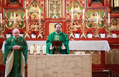 Pfarrer Jürgen Josef Eckl feiert den 10. Jahrestag seiner Preisterweihe
