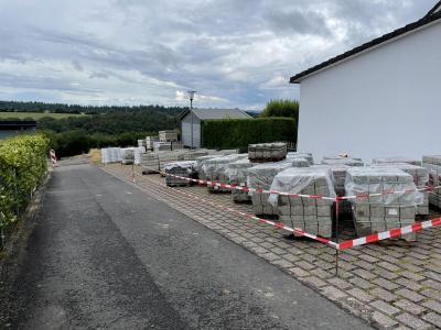 Bordsteine für das Neubaugebiet und Hausanschlüsse fürs Sonneneck