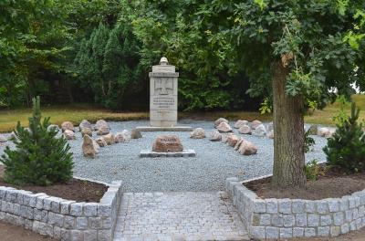 Umgestaltung des Ehrenmals auf dem Friedhof