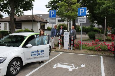 v.l. Christina Schulz (Geschäftsführung CEG), Detlef Kaatz (Bürgermeister der Gemeinde), Ernst Gruber (Vorstandssprecher der Volksbank), Thomas Koslowski (Geschäftsführung CEG); Foto: Volksbank