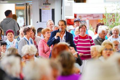 Foto zur Meldung: Musikalischer Seniorennachmittag mit Andreas Schenker