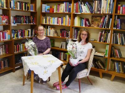 Neue und alte Bibliothekarinnen - Marianne Fischer und Annegret Zöller