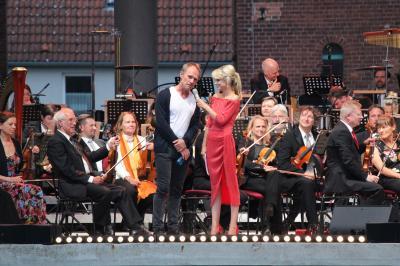 Keimzeit Sänger Norbert Leisegang mit Moderatorin Joanna Jambor I Foto: F.Lenz