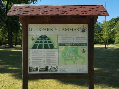 Foto zur Meldung: Oldtimer im Gutspark in Cammer
