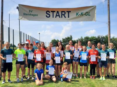 Das Foto zeigt Laager Sportfreunde mit ihren Siegerurkunden. Foto: A.Stache
