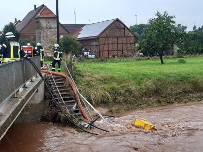 Foto oben: Die Orpe in Udorf, unten: die Kleppe in Canstein.
