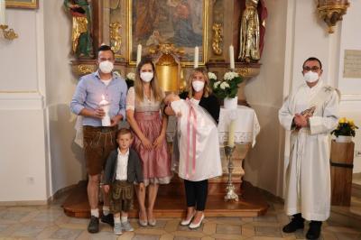 Foto zur Meldung: Taufsakrament für zwei Kinder gespendet