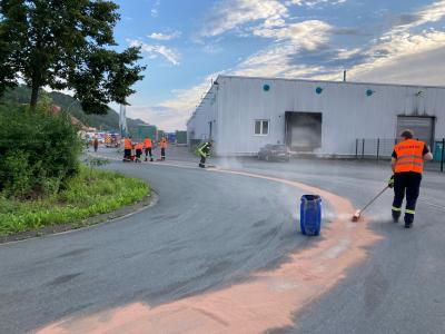 Zehn Kilometer Ölspur musste die Feuerwehr beseitigen