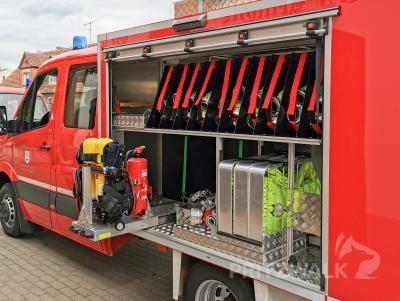 Ein neues TSF-W bekam die Kemnitzer Feuerwehr vor einem Jahr. Das Fahrzeug darf beim Dorffest eingehend besichtigt werden. Foto: Katja Zeiger