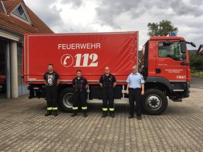 Hochwassereinsatz der Freiwilligen Feuerwehr Großenlüder - Mitte: von links nach rechts: Simon Schuster, Michael Döll, Lukas Zein und Christian Bosold