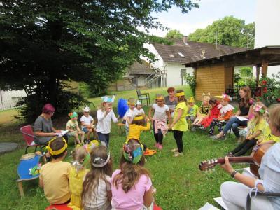 Jahreszeitenfest im städtischen Kindergarten Schneckenheim (Foto: R. Lindner)