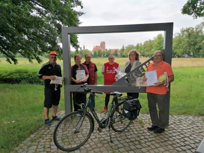 Stadt Perleberg | Abschlussbild mit den Gewinnern. Unter ihnen auch stellv. Bürgermisterin Ute Reinecke, die die Preise übergab.