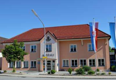 Rathaus wieder geöffnet