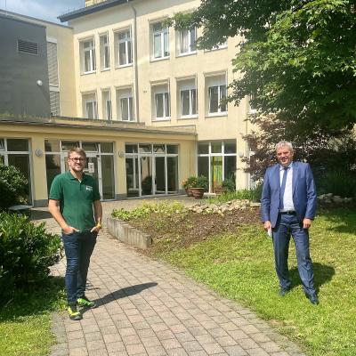 Ingo Bein (li.), geschäftsführender Gesellschafter der Gartenwelt Frey, Dernbach und KHDS-Geschäftsführer Guido Wernert (re.)