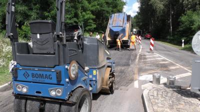Foto zur Meldung: Straßensanierungen mit Heißasphalt in Lauchhammer