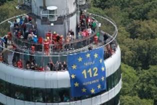 """Foto: Am Stuttgarter Fernsehturm wird für den Euronotruf 112 geworben. (Foto: """"Europe Direct"""")"""