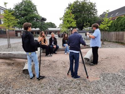 Laetitia, Marco und Kejsi werden interviewt und gefilmt