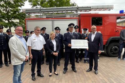 Foto zur Meldung: Innenminister überreicht Fördermittel für die Ortsfeuerwehr Boblitz