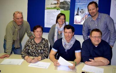 Norman Grätz (vorn Mitte) ist der Geschäftsführer des Kreissportbundes Dahme-Spreewald. Er war auch Teil der Jury, die die Wahl der Sportler und Funktionäre 2019 durchgeführt hat. Foto: Andreas Staindl