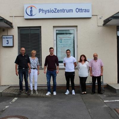 Von links: Wilfried und Britta Lippert, Jonas Korell, Felix Stivelmann, Tatjana und Natan Stivelmann (Bild von: Leonie Lippert)