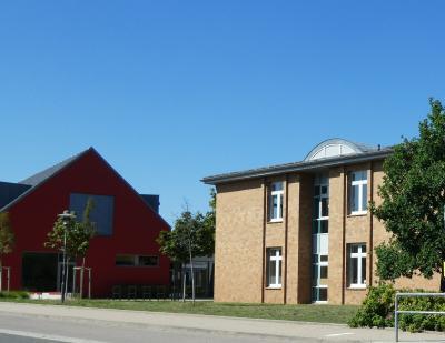 Blick von der Freien Oberschule zum Familienzentrum