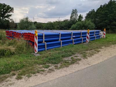 Die einzubauenden Rohre liegen in Ahmstorf bereit. (Bild: Samtgemeinde Grasleben)