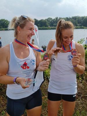 Freude über Titel und Medallien: Sabrina & Paulina