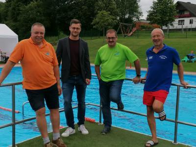 Foto zur Meldung: Spendenaktion 24-Stunden-Schwimmen im Freibad Ottrau