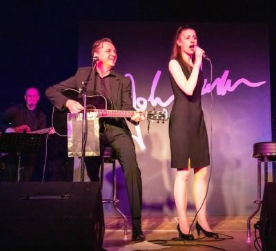 Jonny Cash und June Carter gespielt von Volker Ringe und Julia Leinweber