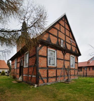 Foto: Gordon Thalmann | Guhlsdorf: Ostgiebel der Fachwerkkirche von 1592