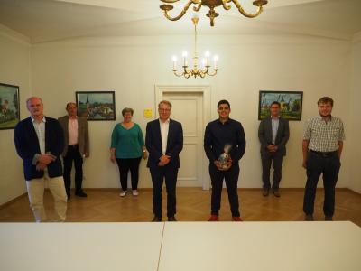 Bürgermeister begrüßt Praktikant aus Frankreich in Mainburg