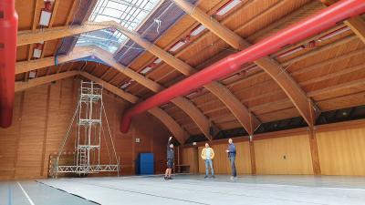 Foto zur Meldung: Antreffhalle ist wieder voll nutzbar – Lichtband musste erneuert werden