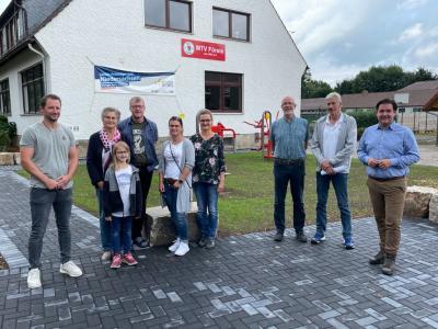 Förderbescheid des Landkreises Göttingen für den Outdoor-Fitnessplatz wurde überreicht
