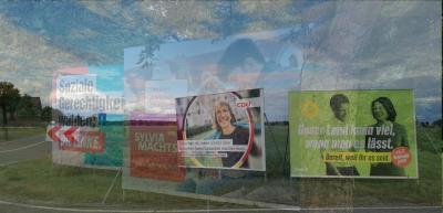 Richtungsweisend oder Sackgasse? Wahlplakate in Luckau und Lübben, hier zwei Motive übereinander gelegt. Fotos: Dörthe Ziemer