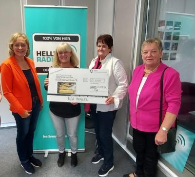 Spendenübergabe bei Hellweg-Radio