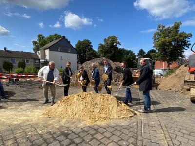 Foto zur Meldung: Spatenstich für den Neubau an der Dudenrothschule