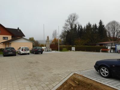Dorfplatz Haarbach wegen Bauarbeiten gesperrt