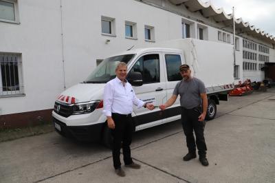 Neuer Transporter für den Baubetriebshof übergeben