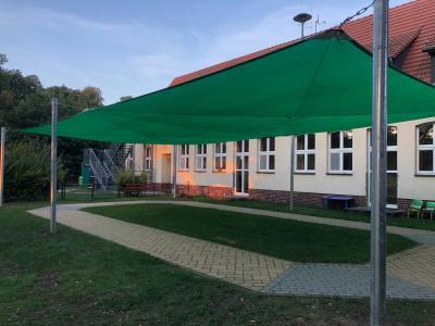 """Errichtung eines Sonnensegels für die Kita """"Räuberhöhle"""" in Staffelde"""