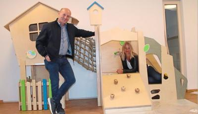"""Foto zur Meldung: Andrea Weinzierl ist die neue Leiterin des neuen Kindergartens """"Haus der kleinen Wunder"""" in Wallersdorf"""