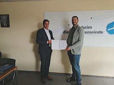 Foto zur Meldung: Gemeindevorstand befördert Alexander Ruhland zum Amtmann