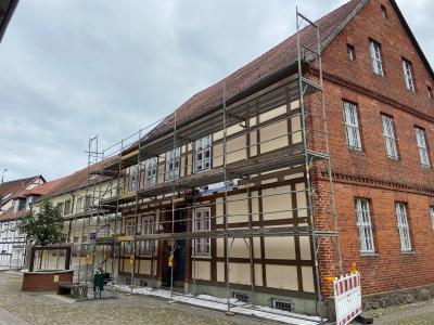 Stadt Perleberg | Ansicht des eingerüsteten Museumskomplexes am Mönchort 7 – 11 in Perleberg