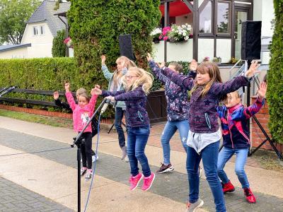 Die Chorkinder - hier beim Abradeln im September 2020 - treten auch beim Dorffest in Steffenshagen auf. Foto: Andreas König
