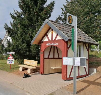 Neues Buswartehaus in Altenhaina