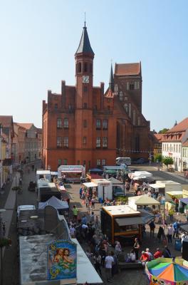 Stadt Perleberg | Blick auf das Marktgeschehen zum vergangenen Rolandfest