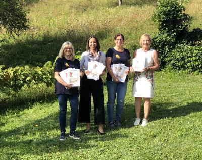 Petra Doering, Christina Luhn, Britta Hoffmann und Petra Thaidigsmann stellen die neue Broschüre vor