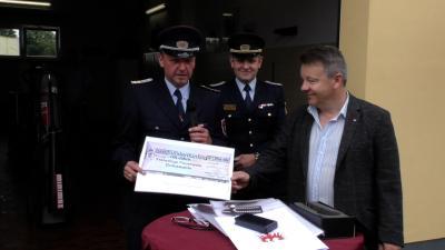 Jörg Rother überreichte einen Scheck in Höhe von 250 Euro